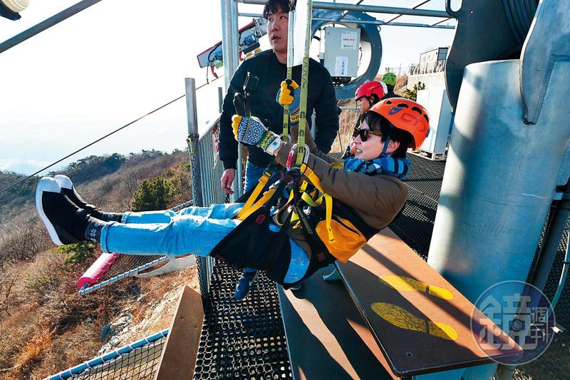 在韓國金熬山頂上有一座韓國最長高空滑索。
