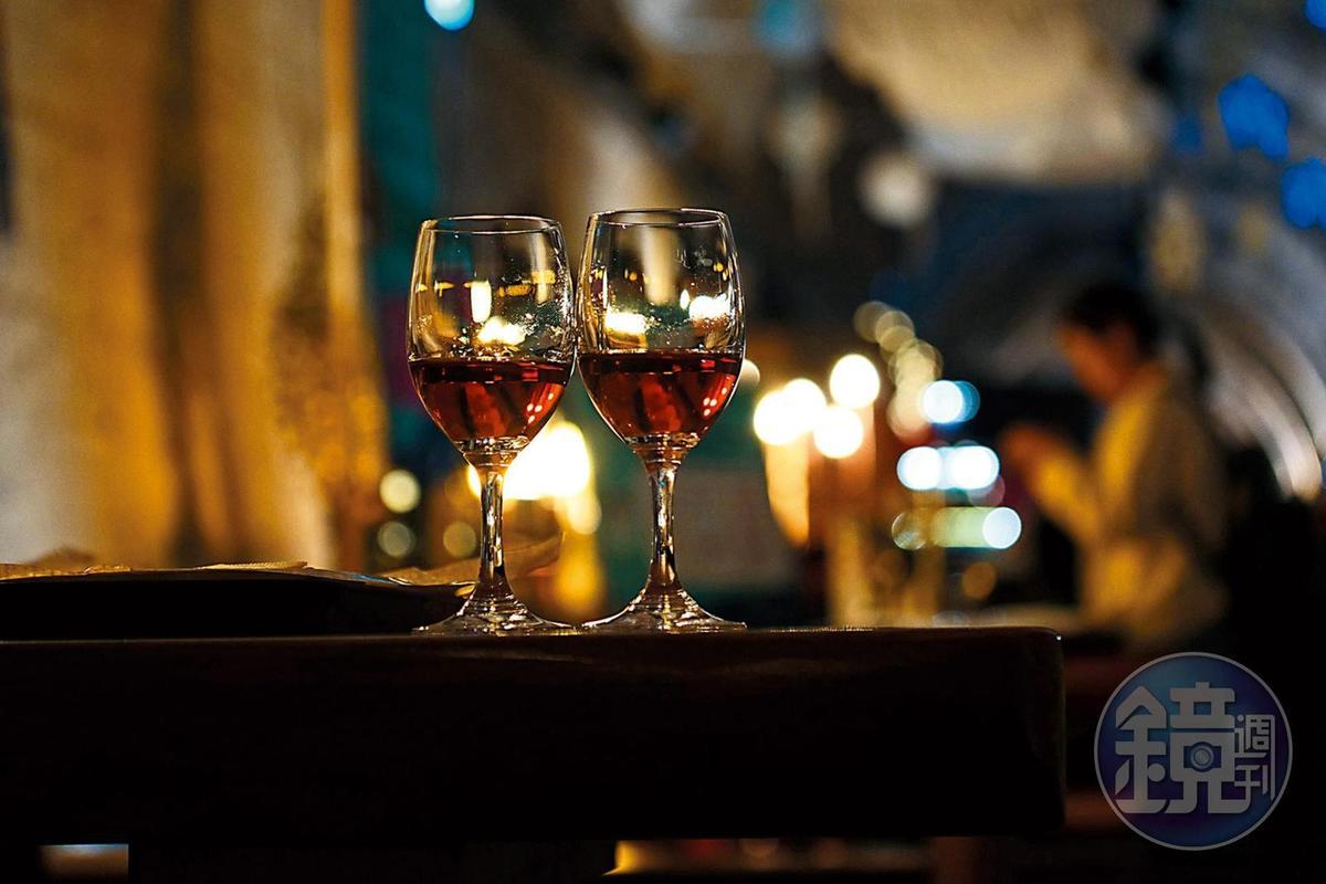 來金海可以品嚐山草莓紅酒。