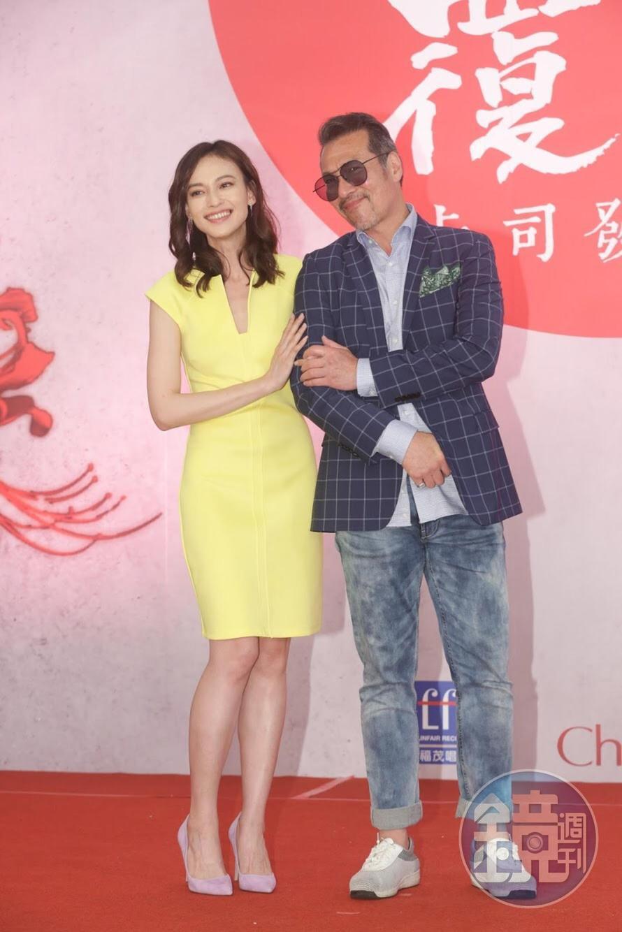 黃仲崑與姚以緹飾演一對父女。