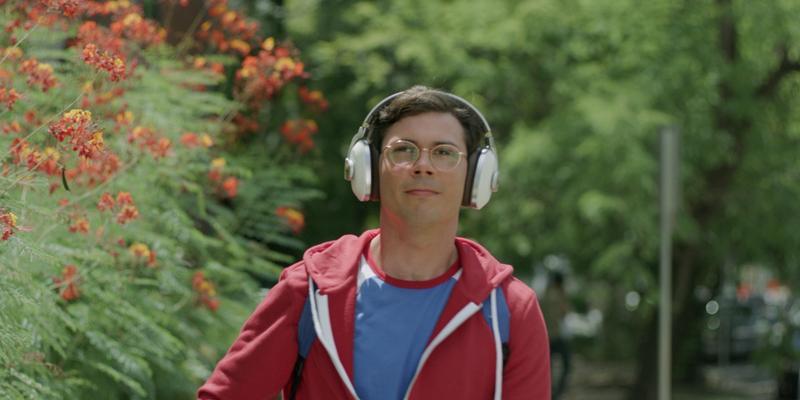 《命運寫手》男主角萊恩歐康納自己的故事,他身兼編劇,用他的眼光,告訴大家身為一個身障人士、男同志,如何面對成長的挑戰。(Netflix提供)