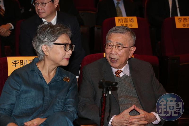 前衛生署長、總統府資政李明亮(右),與中研院士廖運範等人聯名發起連署,呼籲民進黨1+1大於2,儘快促成「蔡賴配」。
