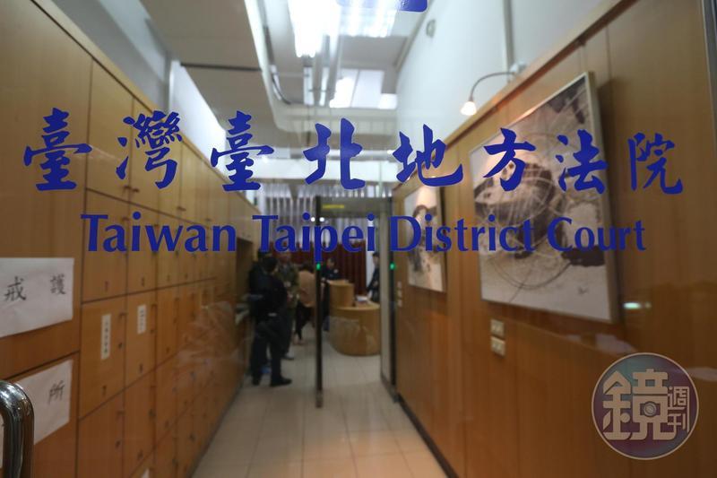 台北地院近日因檢方未依法逮捕擄人勒贖案被告,反指檢察官事後偷塞卷證,引起司法圈議論。