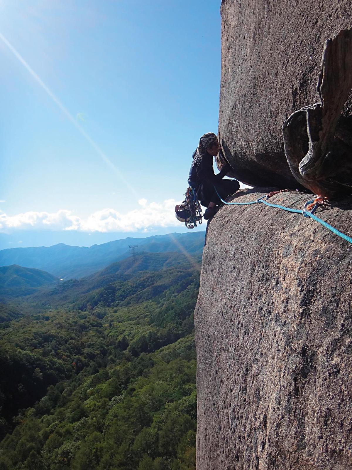 陳雅得接觸攀岩之後,才接觸攀樹。陳雅得認為兩者的差別主要在於,岩石變化的速度太緩慢,樹木的變化比較容易觀察。(陳雅得提供)