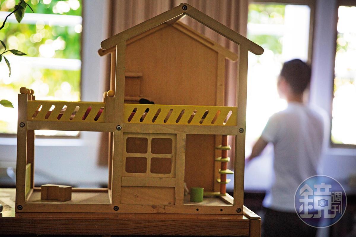 曾在泉源國小任職的阿義(圖)透露,校長曾以參訪名義,帶老師接受家長飲宴招待。