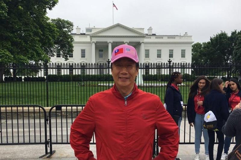 郭董進入白宮與美國總統川普會談, 承諾威州投資不變。(翻攝自郭台銘臉書)