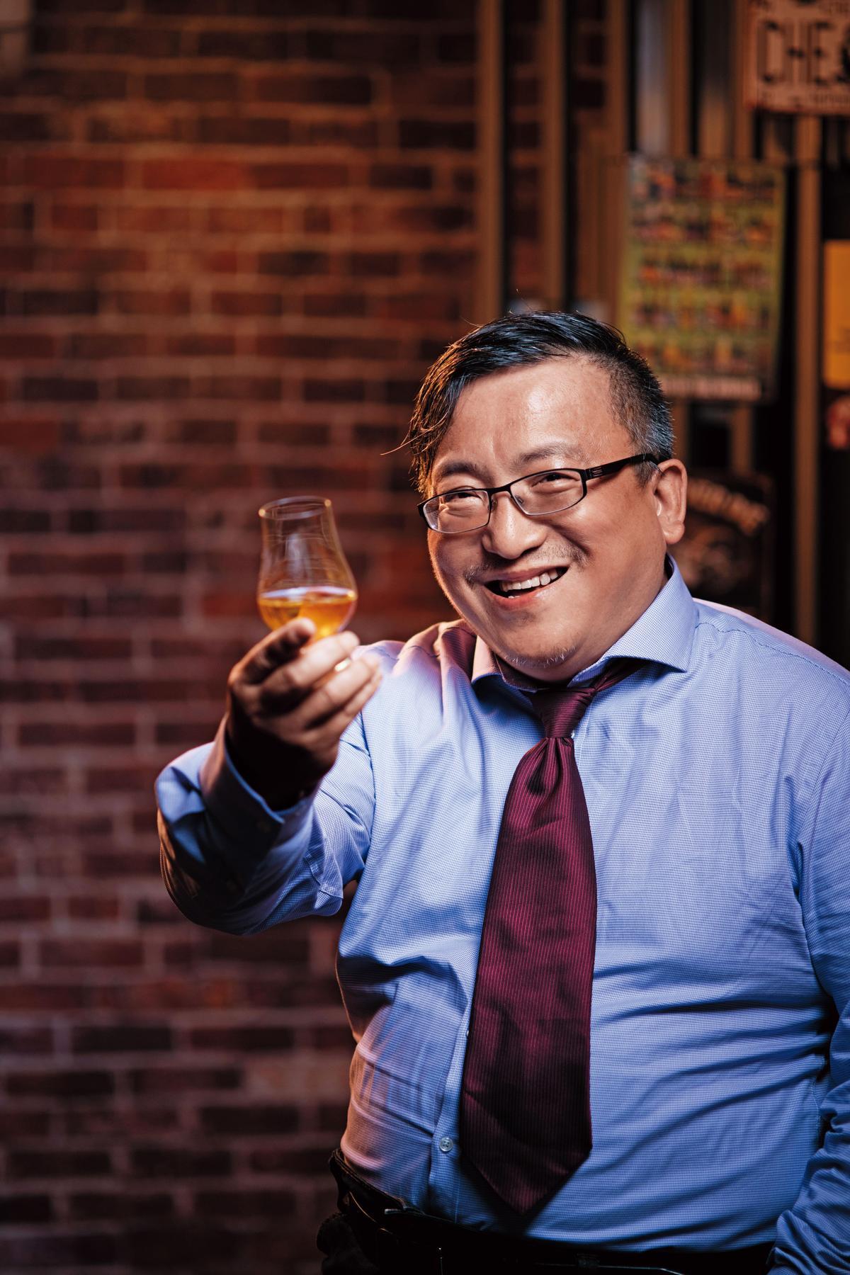 蘇重Heavy 藏酒論壇編輯總監、台北愛樂「布魯斯威力」客座主持人,威士忌品飲資歷15年。