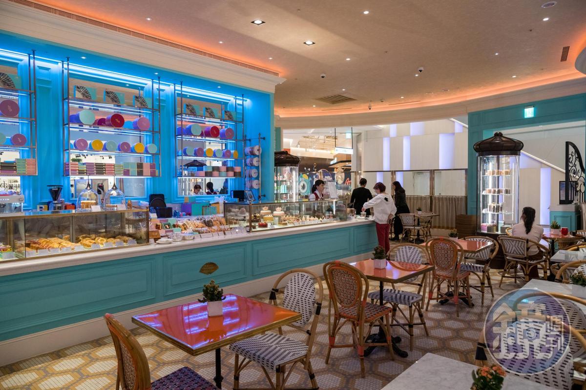 「台北文華東方酒店文華餅房 ATT 4 Recharge」是飯店首間店外空間,規劃有座位享用甜點午茶。