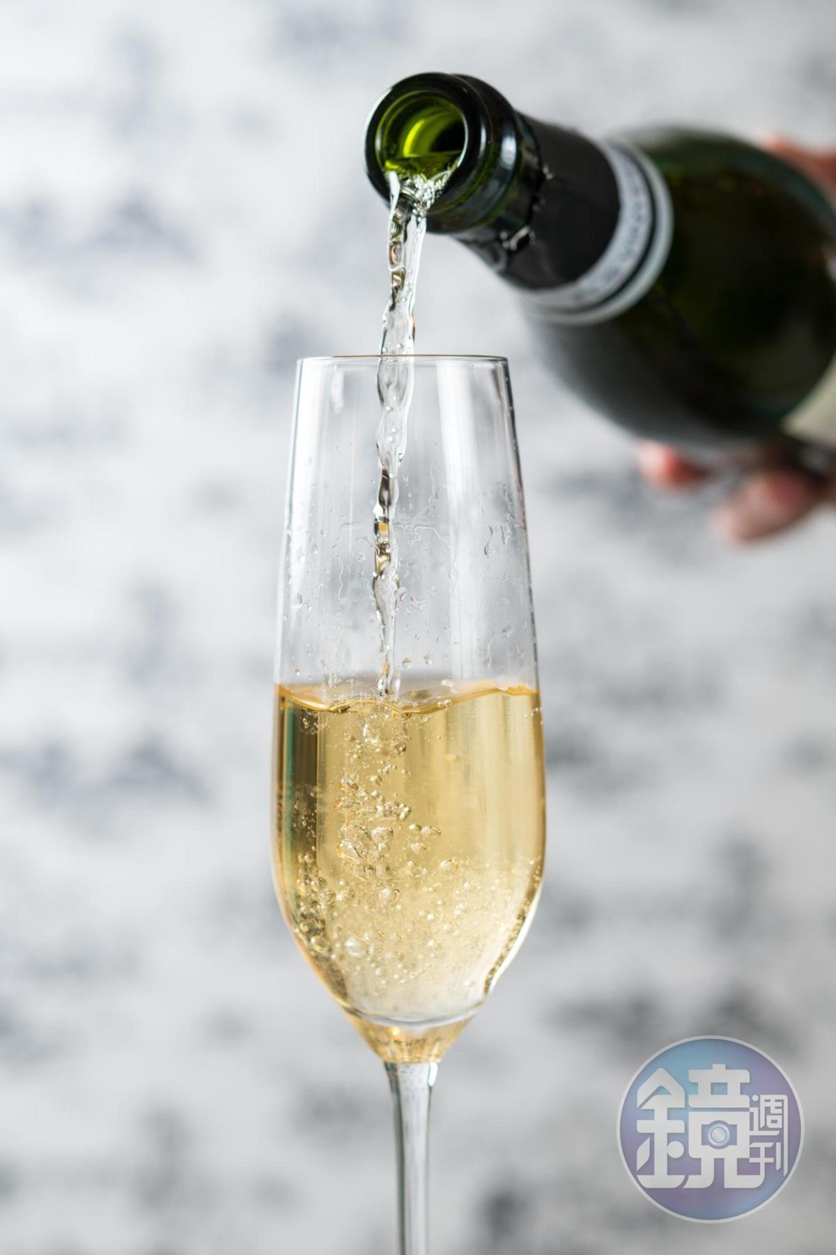 葉昌勳(Sean)加碼推薦氣泡酒「Ferrari, Maximum Demi Sec」微甜,帶麵包香氣,也能駕馭精美的法式甜點 。(Bencotto,2,600元/瓶)