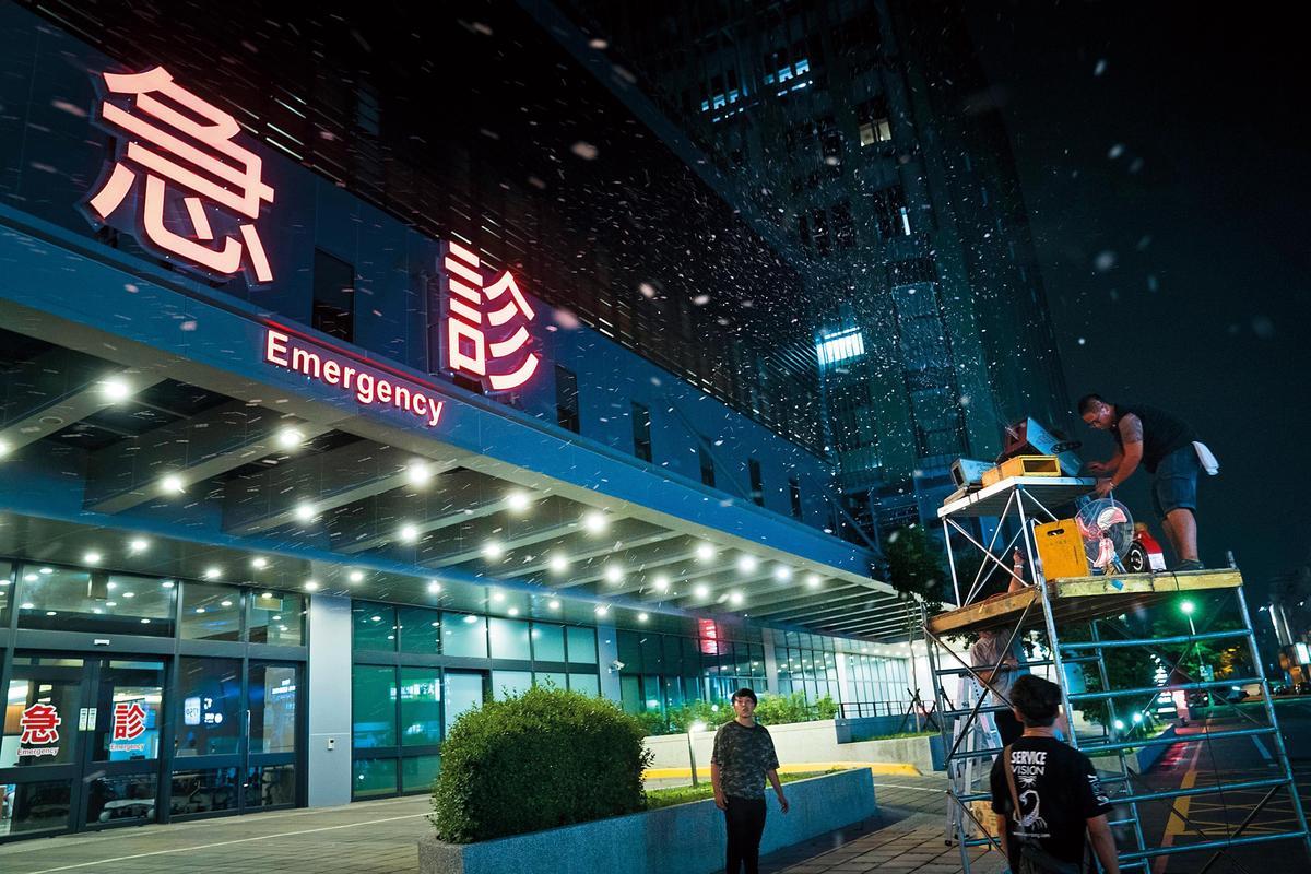 《生死接線員》在彰化基督教醫院的急診室外拍攝。(公視提供)