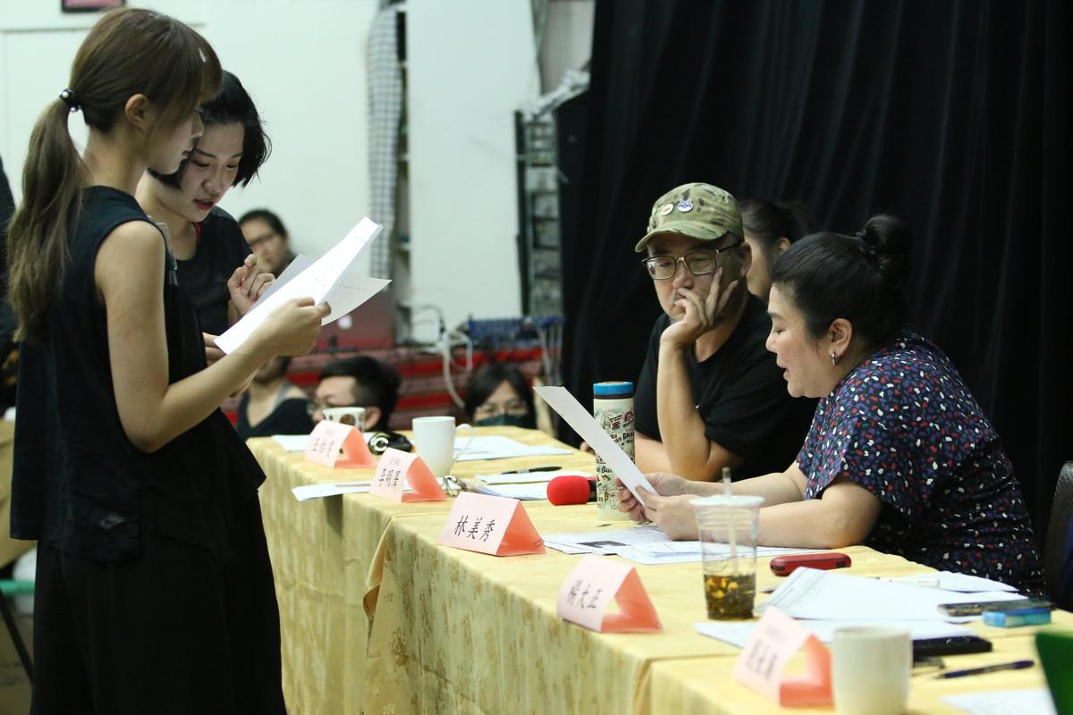執行導演李明澤會要求甄選者唸台語台詞,林美秀發現,現在的年輕人台語口音大多不道地。(綠光劇團提供)