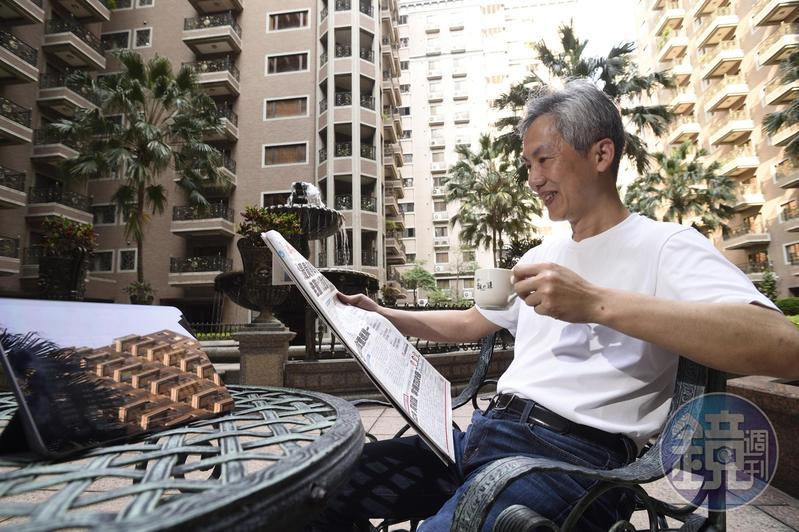 五年級生的畢卡胡提早退休後,自創「三好一公道」選股法,每年賺進百萬。