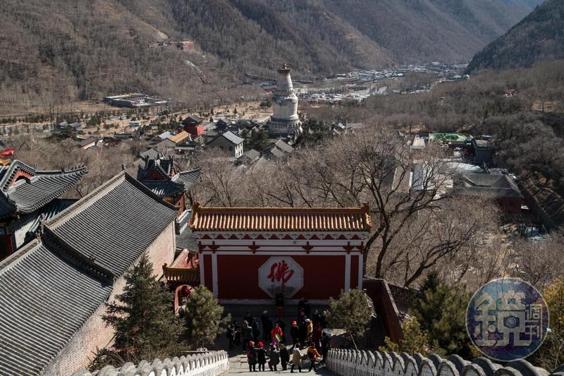 自漢代建廟的五臺山,現存寺廟達124座,是中國唯一青廟、黃廟共處的佛教聖地。