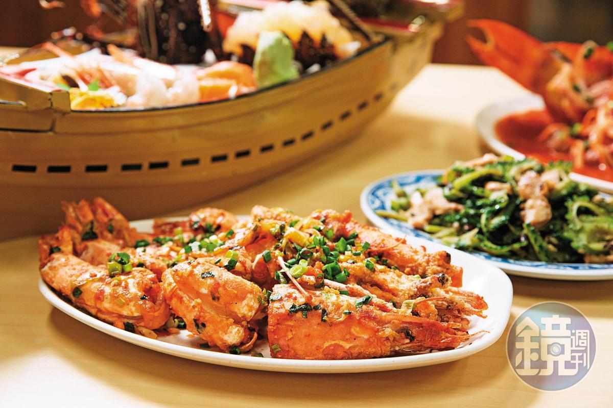 椒鹽車蝦的靈感來自客家菜炸溪蝦,鹹香開胃是店內人氣料理。(日幣1200元/尾)