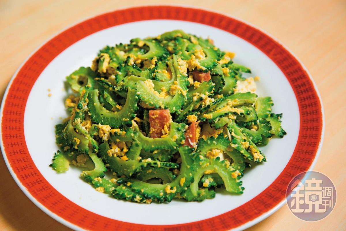 苦瓜炒蛋是道地沖繩料理,苦瓜回甘,吃得到蛋花香。(日幣650元/盤)