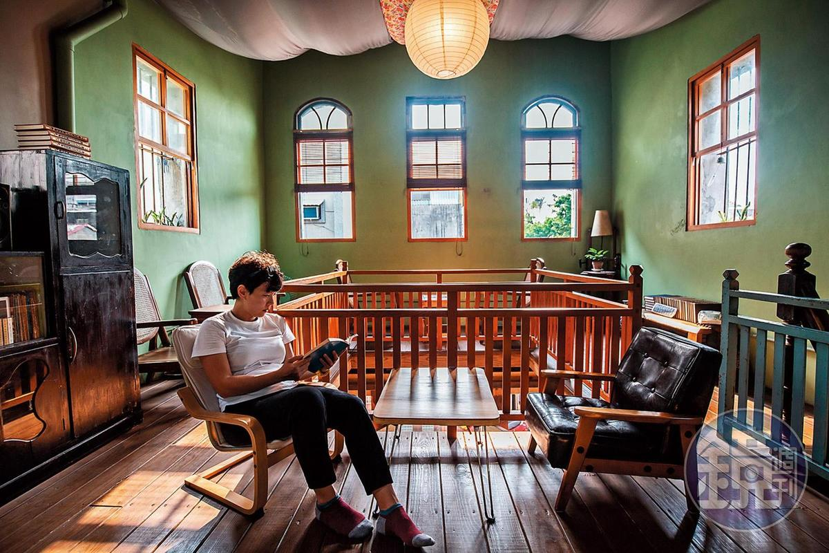 2樓的空間更加寧靜,買上一本書,便可盡情沉浸在自己的世界。