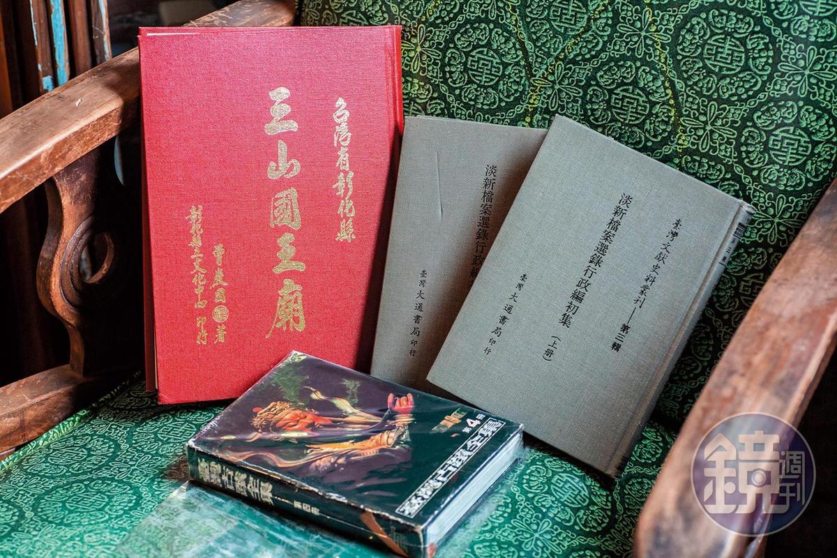 黃志宏熱愛歷史,書店內網羅許多特殊的歷史書籍。