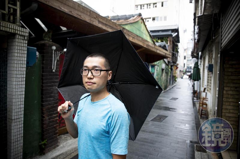閻業昌移民台灣前,在香港星巴克擔任產品開發職務,當時的同事紛紛升職,但他表示並不後悔。