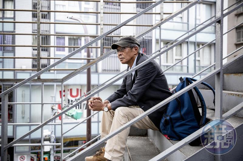 林榮基來到台灣,我問他現金放在哪裡?他說:「跑了幾家銀行,但沒有居留證,無法開戶。」