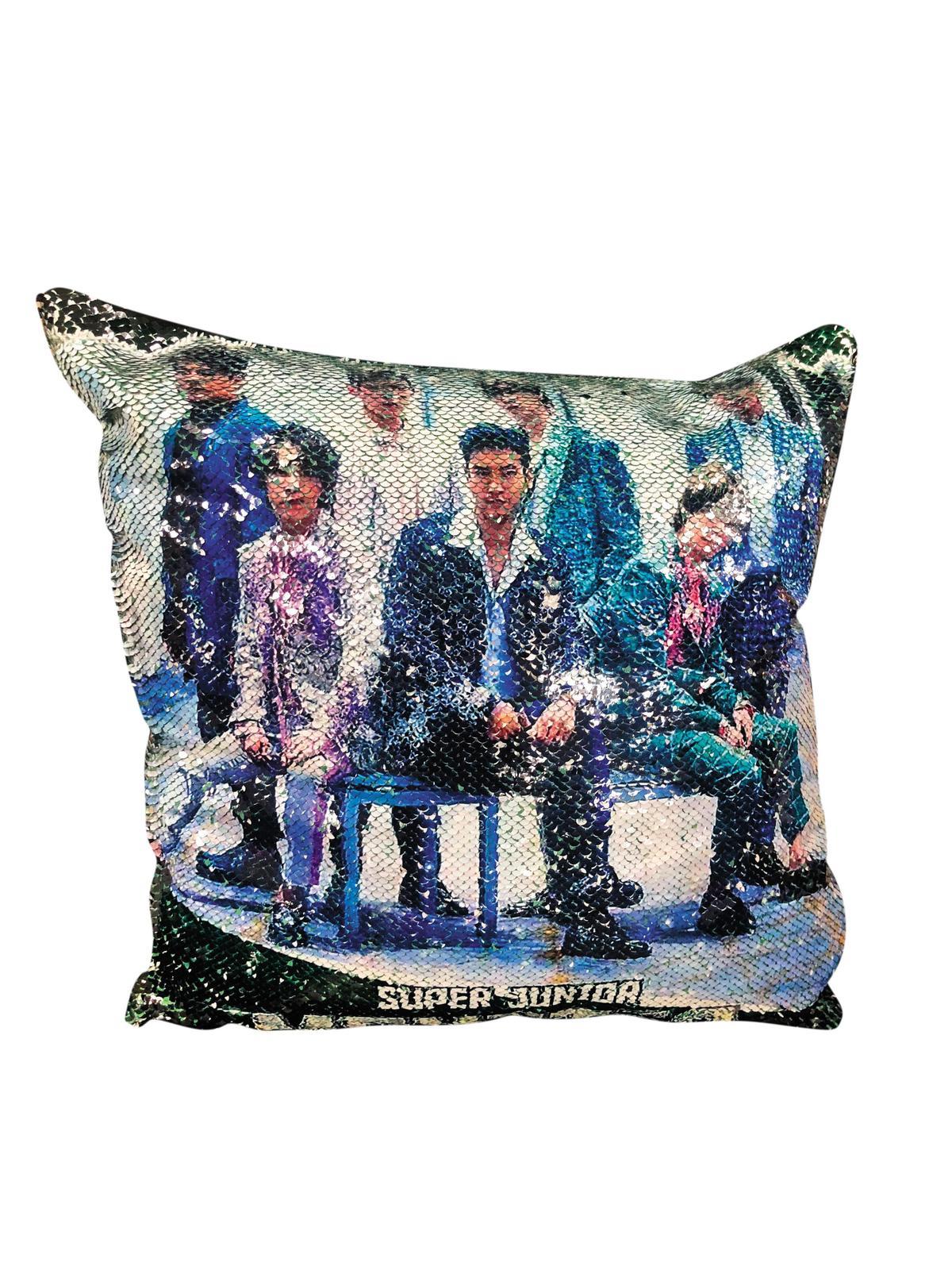 今年三月底舉辦的Monster KPOP拼盤演唱會,丁南做了Super Junior的亮片抱枕送給粉絲。