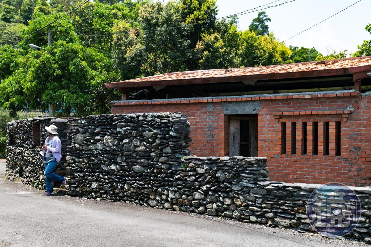 茅埔城以大小不一石頭砌成的傳統石頭牆。