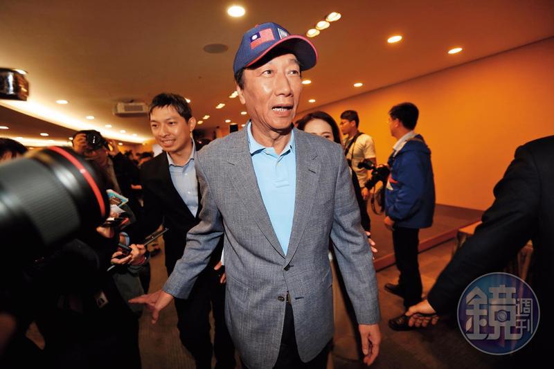 鴻海董事長郭台銘亟欲扭轉形象,對自己的公開演講表現非常在意,打算找演講老師為他上課。
