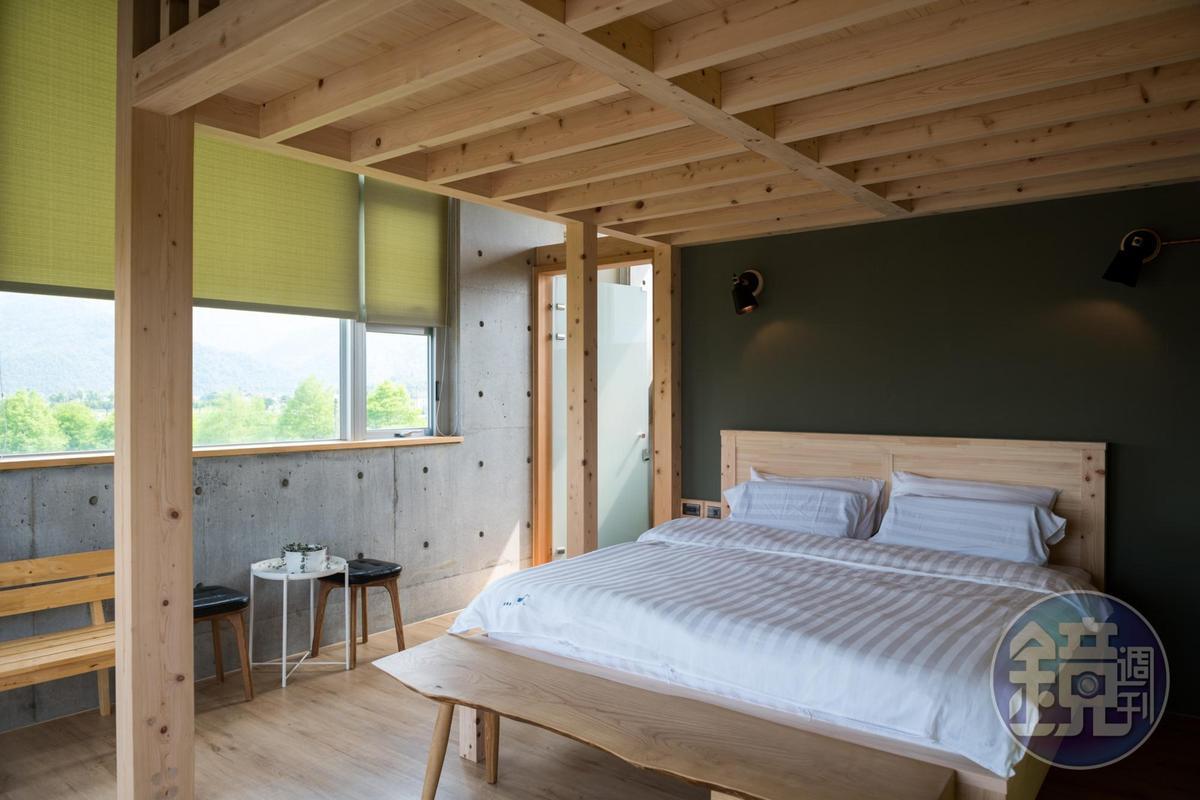 小時家民宿簡約時尚的2人房,打開窗簾就是舒服的鄉村風景。