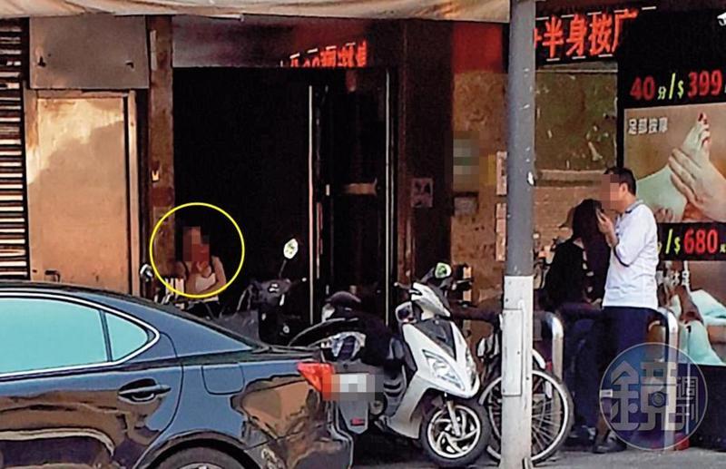 警方5月10日才大掃黃,萬華鑽石大樓周邊12日下午又出現流鶯(黃圈處)。