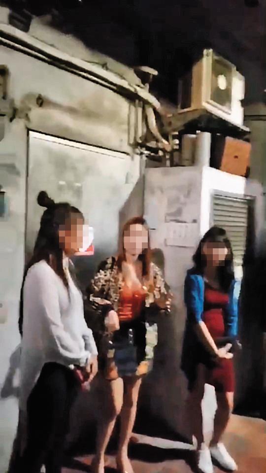 大批外籍女子在鑽石大樓中庭攬客,畫面在網路瘋傳,警方也展開取締。(翻攝網路)