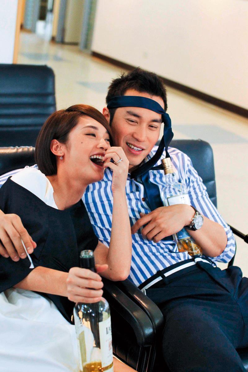 張孝全(右)在與前女友 Krystal交往的7年間,曾與合作偶像劇的楊丞琳(左)冒出緋聞,後來無疾而終。(三立提供)