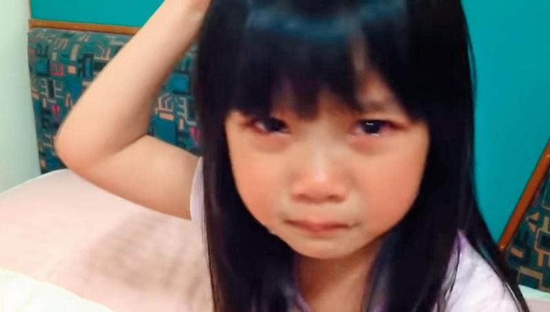 2012年,喬喬因為爸爸替她拍的一支〈不好翹〉影片而走紅成為童星。(翻攝自于卉喬臉書)