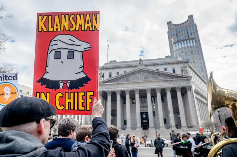 2019年3月16日,美國紐約,民眾在聯合國「消除種族歧視國際日」參與反法西斯街頭遊行。(東方IC)