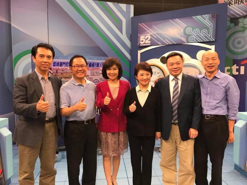 平秀琳(左三)將率《新聞深喉嚨》製作組全部跳槽東森電視台。(翻攝自新聞深喉嚨臉書)