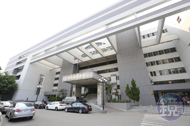 台中地檢署檢察官陳隆翔在彰化地檢署任內,偵辦曲棍球協會涉侵占公款案,遭監察委員提案彈劾,今發聲明說明。