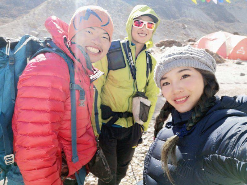 台灣年輕登山家張元植、呂宗翰、詹喬愉15日依序成功登上世界第五高峰馬卡魯峰。(翻攝自K2 Project 張元植X呂忠翰八千計畫 臉書)