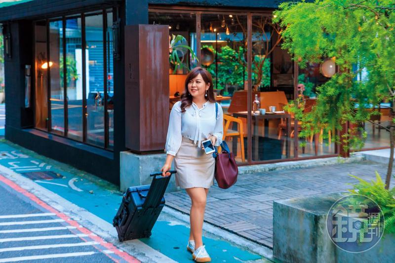 非凡主播賴家瑩是旅遊控,為了節省開支,她善用信用卡消費,已換得多張免費機票。