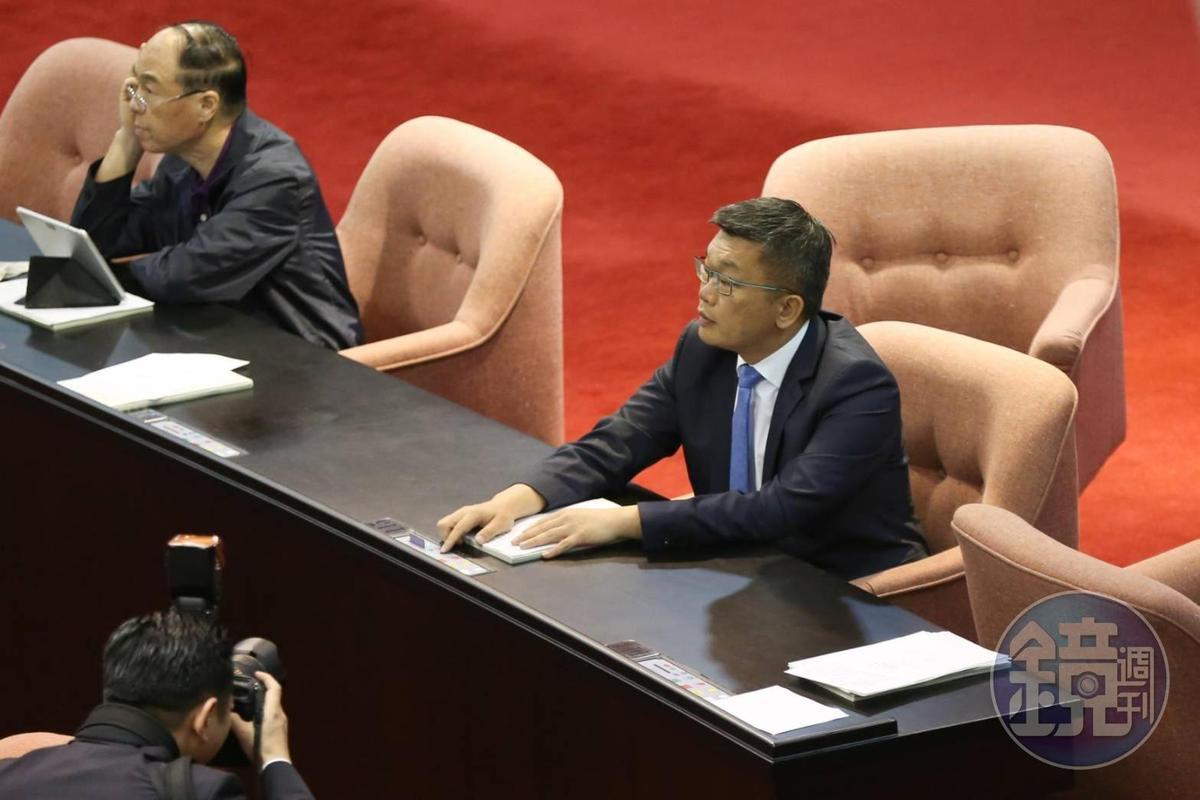 立法院副院長蔡其昌也特地出席投下贊成。