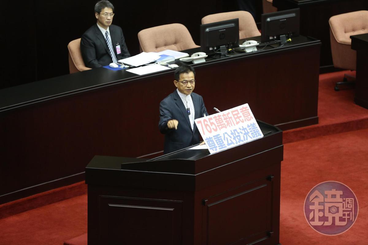 國民黨立委賴士葆(圖)、費鴻泰、沈智慧遭時代力量立委林昶佐抨擊,指他們扭曲公投、欺負被剝奪權益的同志。