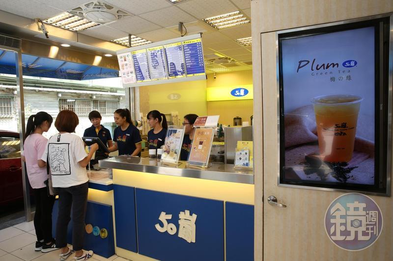 近日傳出高雄50嵐店家貼出公告表示,將於6月1日起調漲價格。圖為50嵐台中創始店。