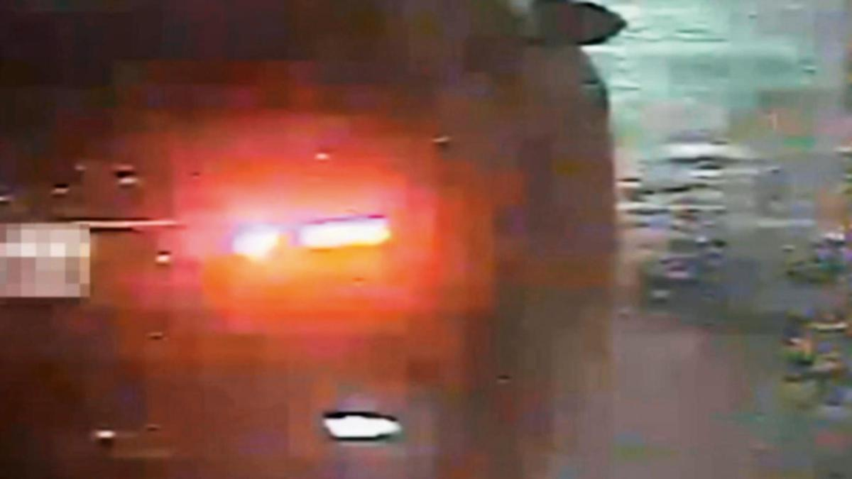 警方調到棄屍車輛的監視器影像,從模糊的畫面,研判凶手棄屍過程。(東森新聞提供)