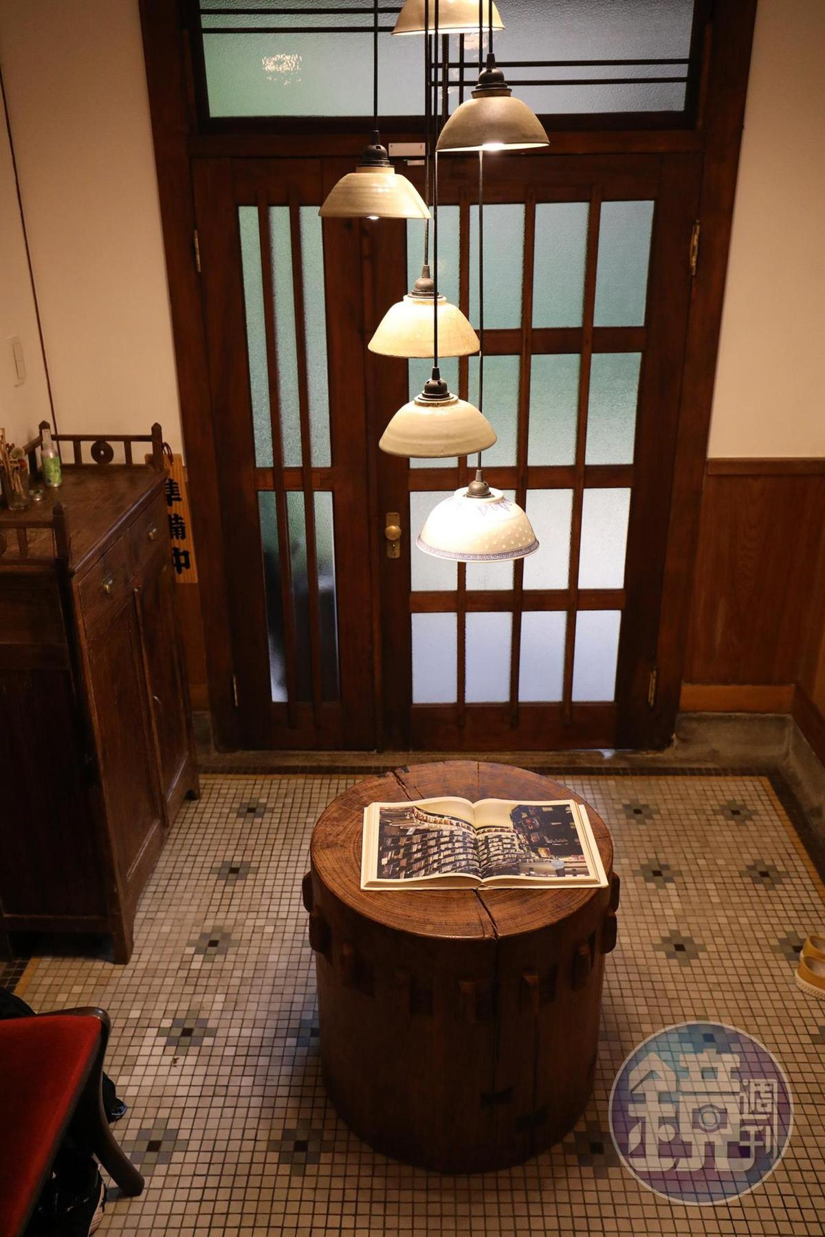 入口處玄關與地板磁磚,是這棟日式老屋保存最完整的一處。