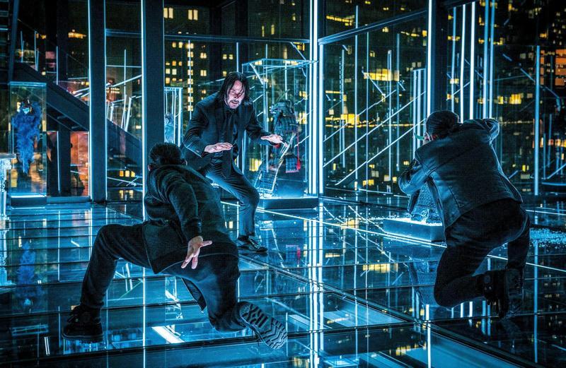 劇組打造三層樓高全玻璃空間,用鏡面容易產生視覺錯位的效果,編排出令人歎為觀止的打鬥場面。(威視提供)