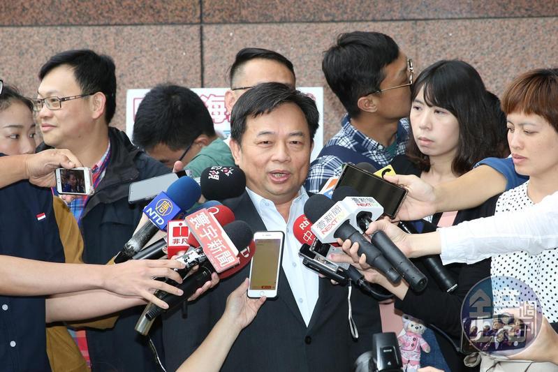 蔡英文陣營代表林錫耀出席協調會前接受媒體訪問。