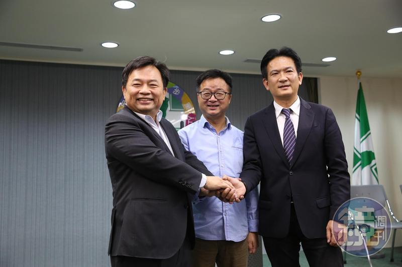 蔡賴第3次協調會後,民進黨祕書長羅文嘉(中)、蔡英文陣營代表林錫耀(左)、賴清德陣營代表林俊憲(右)一同說明會談結論。