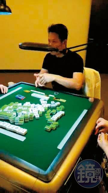 徐乃麟(圖)的豪宅被當做賭場,還流出他下場打麻將的畫面。(讀者提供)