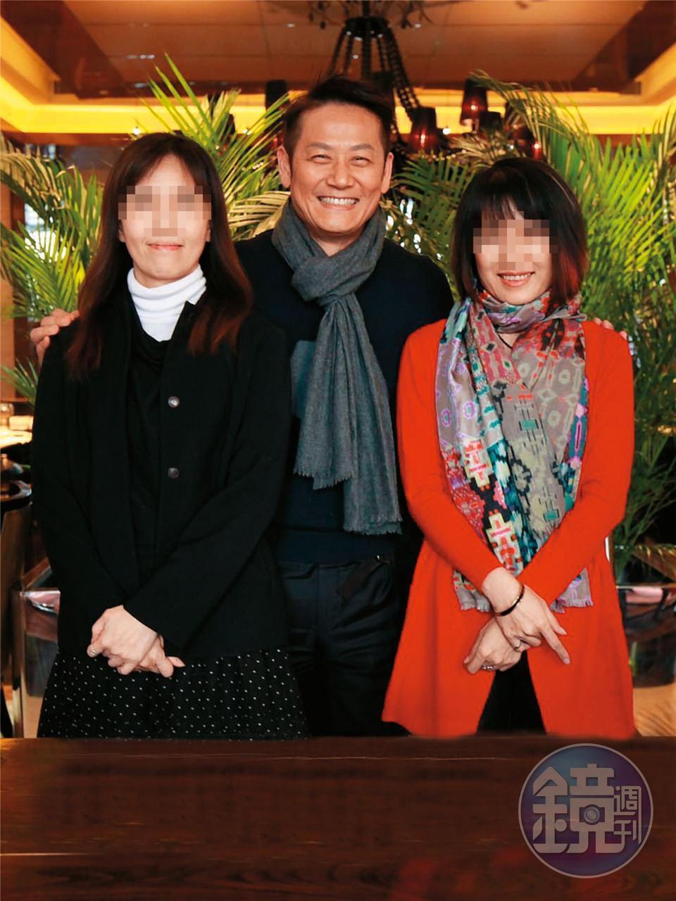 徐乃麟(中)與曹姓友人(左)一起投資手遊公司,還同赴北京簽約,不料卻爆出捲款、詐騙糾紛。(當事人提供)