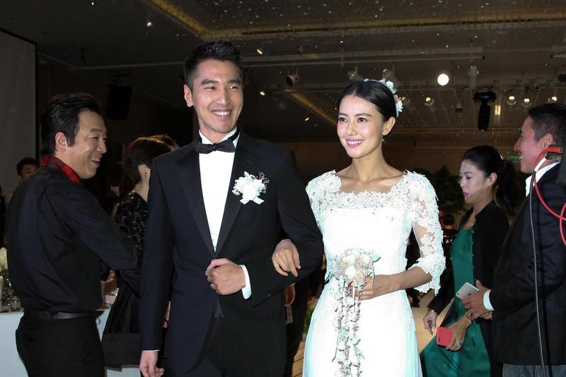 趙又廷(左)與高圓圓在2014年於台北舉辦婚禮。(東方IC)