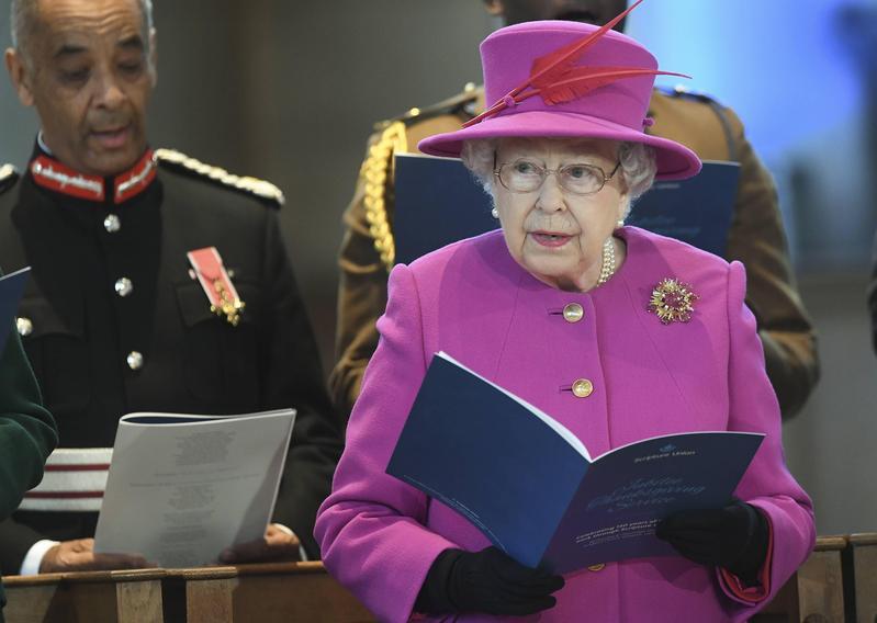 英國皇室發出徵人啟事,徵求一名「數位傳播專員」,條件為協助女王經營社群媒體和網站。(東方IC)