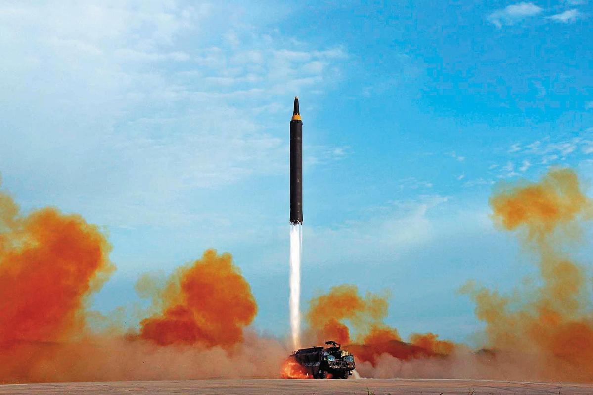 北韓頻頻試射飛彈,宣稱已有發射洲際彈道飛彈實力。(翻攝Korean Central News Agency)
