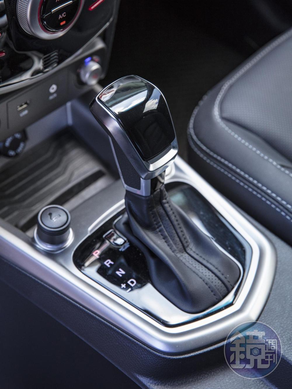 搭配的變速箱為AISIN 六速手自排變速箱。