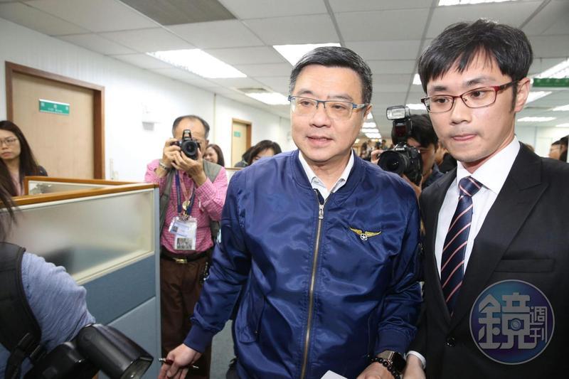 民進黨主席卓榮泰在中執會前受訪。